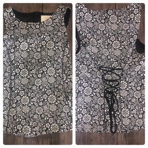 Floral Anthropologie tank top w corset style back